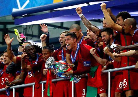 mejores-imagenes-celebracion-Portugal-Eurocopa_934116669_109269235_1024x726